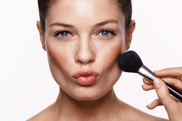 Cách trang điểm giúp khuôn mặt thon gọn